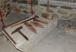 Objets dans le Musée du granit à Dorres Pyrénées Catalanes
