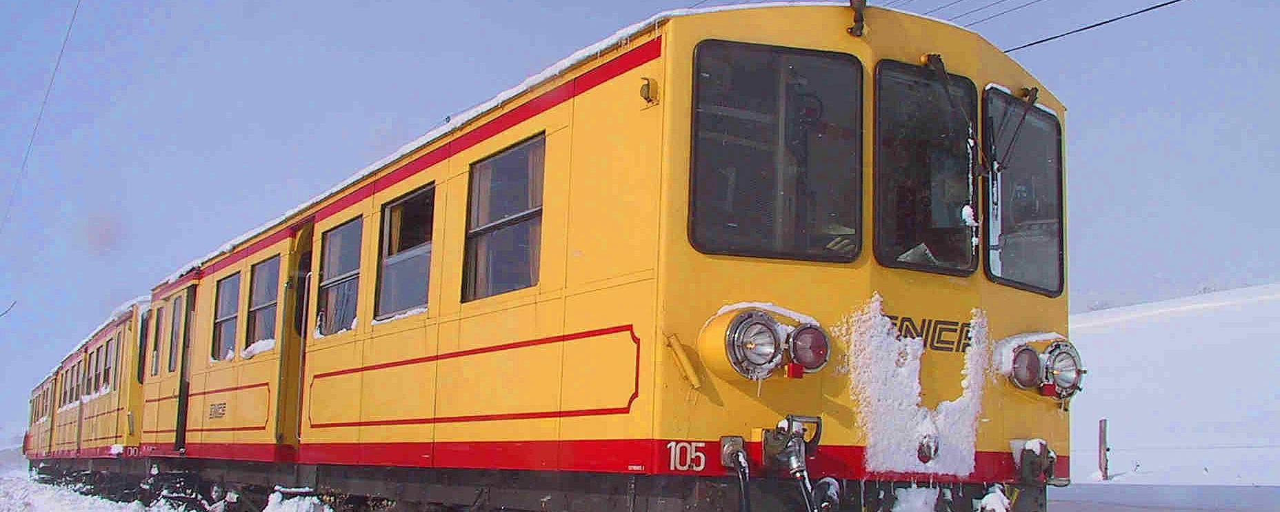 Le train jaune en Pyrénées-Catalanes fonctionne à prix réduit l'hiver.