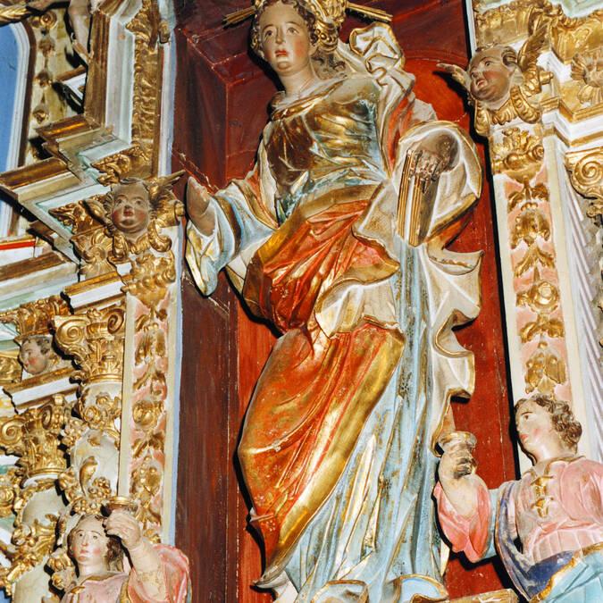 Détail baroque d'une chapelle romane